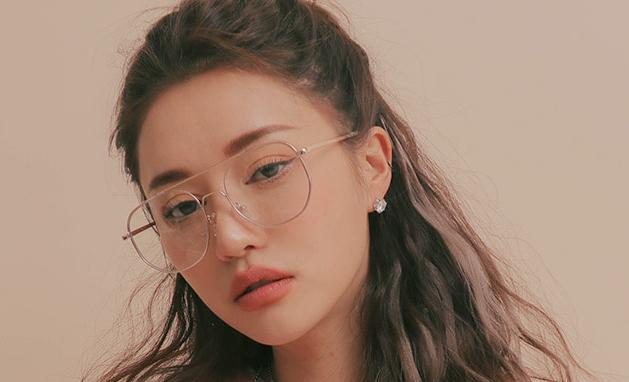 Korean girl making love think, that